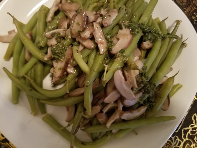 Green beans and shiitake mushrooms, lightly mixed with herb butter sauce.