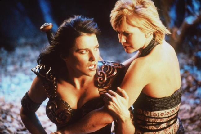 Gabrielle holding Xena, protecting her